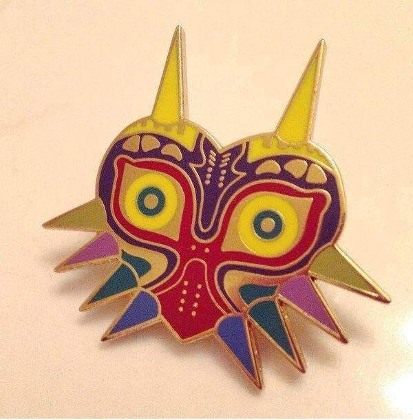 2016 Legend of Zelda Brooches Majoras Mask Pins Game Jewelry,Gold Enamel Majoras Mask Kolye Pins Anime Cosplay Accessories Gift