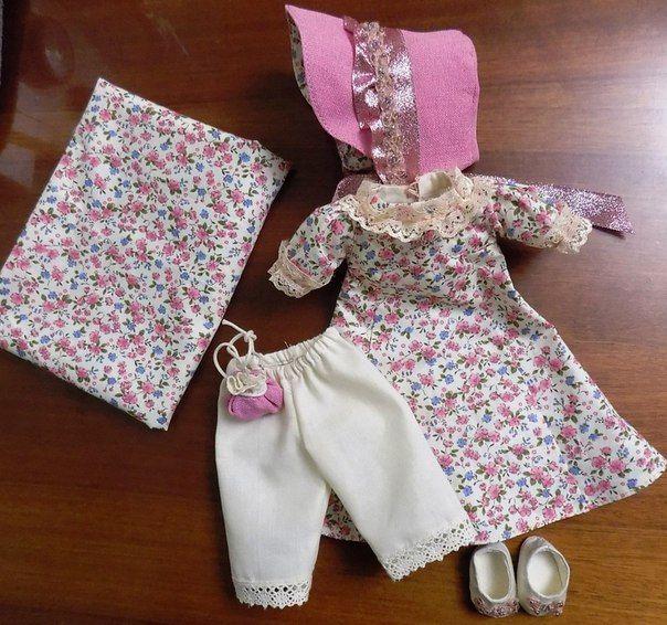 Dress, bloomers, shoes and bonnet for doll. комплект одежды для куклы