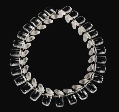 COLLIER MOINEAUX TÊTE LEVÉE, LE MODÈLE CRÉÉ EN 1929, NON REPRIS APRÈS 1947  'MOINEAUX TÊTE LEVÉE', A MOULDED, FROSTED GLASSAND METAL NECKLACE BY RENÉ LALIQUE,THE DESIGN CREATEDIN 1929, NOT PRODUCED AFTER 1947  Estimate:   4,000 - 6,000 EUR   composé de vingt neuf motifs, en verre blanc moulé-pressé, la monture en métal façon chaîne  Hauteur du motif : 3,2 cm (1 1/8 in.)