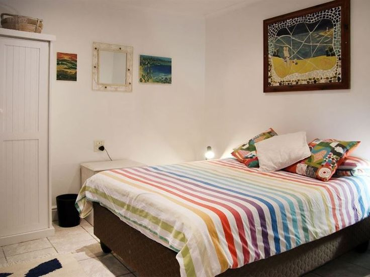 Sunny Flatlet in Walmer - Sunny Flatlet is located in a leafy family neighbourhood named Walmer in Port Elizabeth. This sunny self-catering flatlet can accommodate up to two guests and features a fully equipped kitchenette with ... #weekendgetaways #portelizabeth #sunshinecoast #southafrica