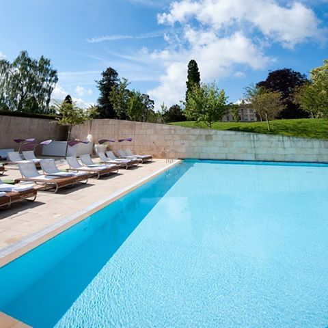 The sun is shining! Still, we are in the UK... Don't worry guys, the outdoor pool is heated. #Cside #Spa #Beautifulhotels #Luxuryhotel #cotswolds #relax