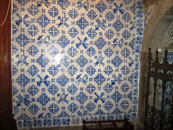 Braga, Church of S. Vicente [photo: Diogo Lopes] #blueandwhite #patterns #azulejo #frame #collaborativetimeline