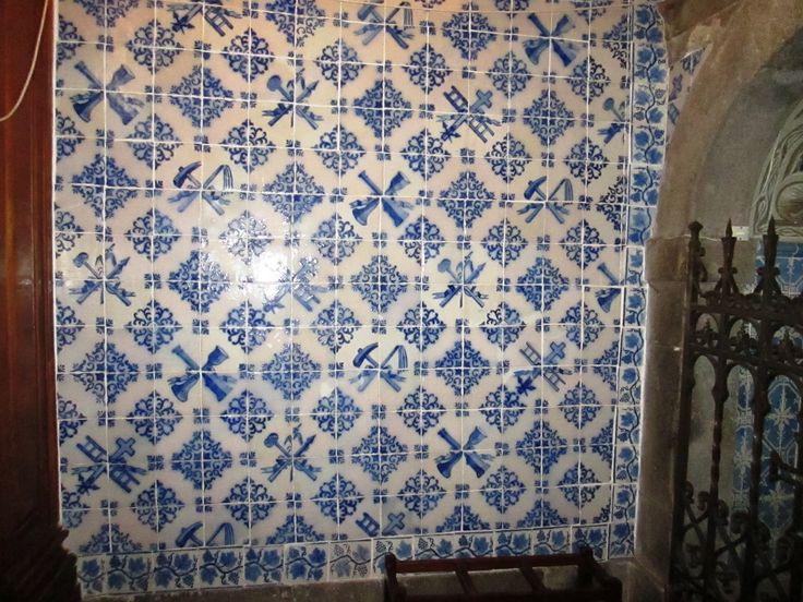 Braga, Church of S. Vicente [photo: Diogo Lopes] #blueandwhite #patterns #azulejo #frame #collaborativetimeline
