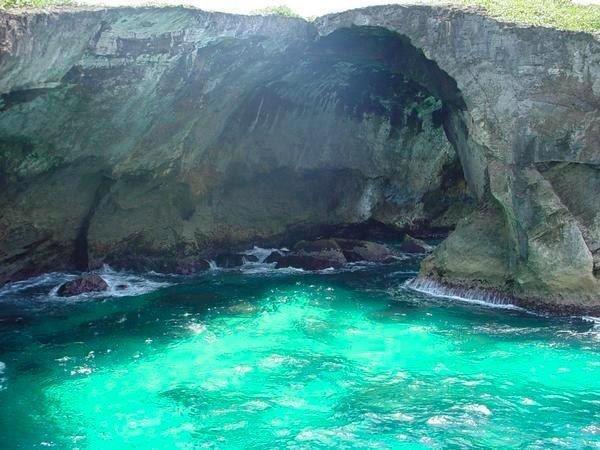 El Indio Cave, Arecibo, Puerto Rico // #travel #adventure