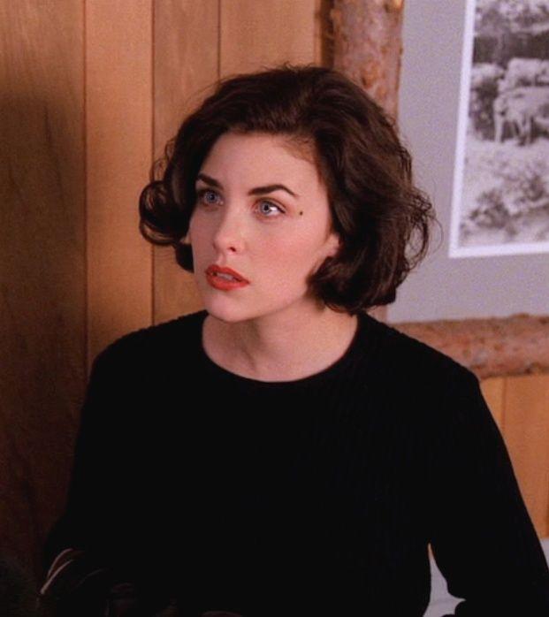 Sherilyn Fenn as Audrey Horne.