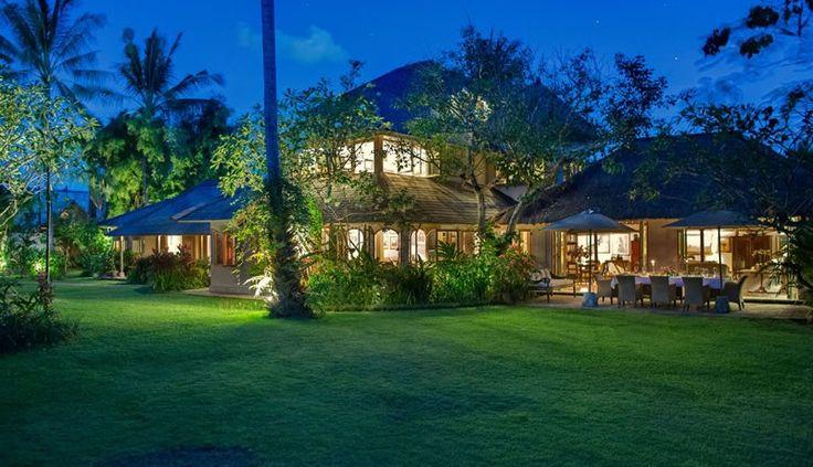 Villa Orchard House at dusk
