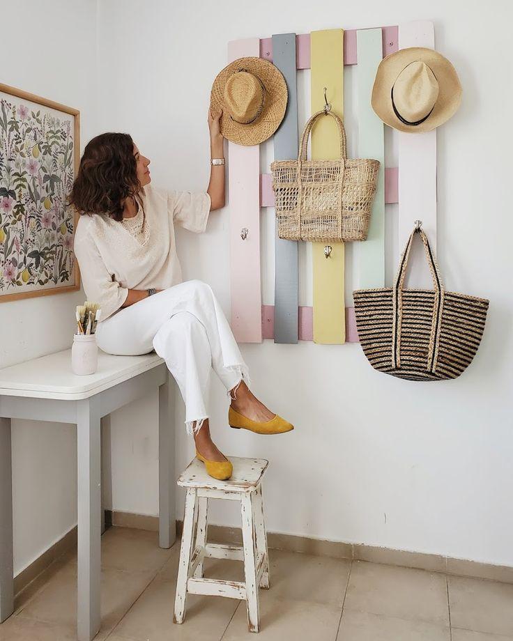 Los nuevos colores de mi pallet perchero / Vero Palazzo - Home Deco Wood Home Decor, Diy Room Decor, Diy Furniture Projects, Furniture Design, Diy Interior, Home And Deco, New Room, Sweet, Pinterest Home Decor Ideas