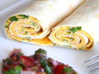 """Tortillába csavart tojásrántotta recept: Egyszerű és különleges reggeli. Tojásrántotta és """"kenyér"""" egyben. Nem csak nagyon gusztusos, de nagyon finom is! ;)"""