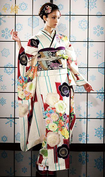 Contemporary silk #furisode. Japan #kimono