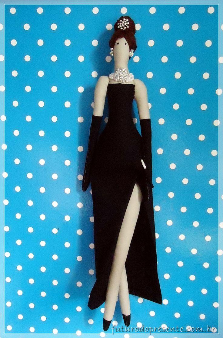 Audrey Hepburn Bonequinha de Luxo Breakfast at Tiffany's