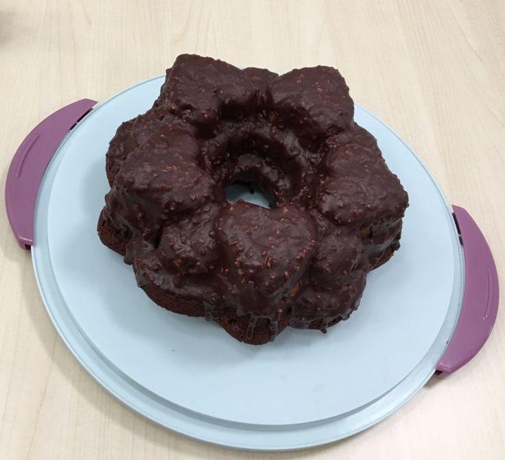 10 ottobre 2016 - Torta marmorizzata ricoperta di cioccolato e granella di nocciole