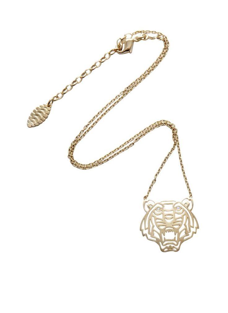 Kenzo schakelketting met hanger van een tijger. Kenzo's tijgermotief veroorzaakte flink wat mode furore dit seizoen, deze ketting is dan ook helemaal on trend. Maak een statement met dit sieraad met gouden plating.
