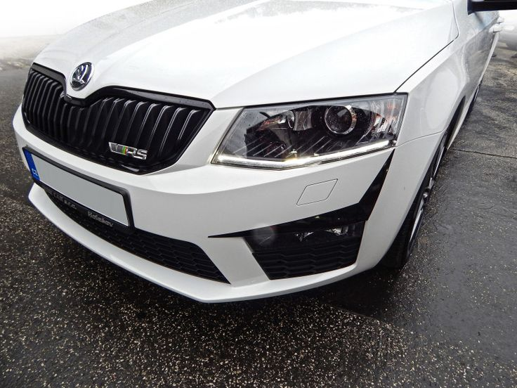 Škoda Octavia III RS - individualization through car accessories covered in black wrap - design and wrapping.