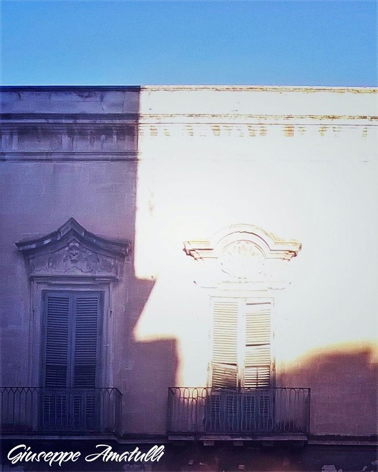 Il sole che riveste i vecchi palazzi nobiliari a Lecce