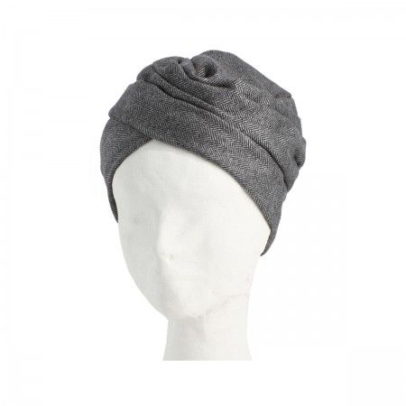 Lacrom Store || flapper, turban, wool Wool turban with a herringbone pattern, lined with a lightweight wool. The inner border has a drawstring grosgrain that allows you to widen or tighten. They can be worn as turbans, but if you turn become hats.