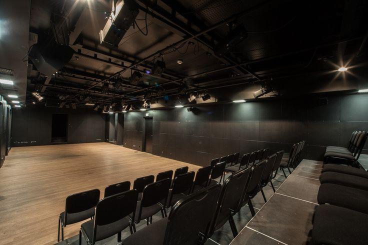 Położony w malowniczej, dobrze skomunikowanej części dzielnicy Teatr Ochoty zaprasza wszystkich do swojego odnowionego budynku. Teatr dysponuje salą widowiskową idealnie nadająca się do organizacji spektakli, koncertów, konferencji, wykładów, pokazów, seminariów, szkoleń czy warsztatów. Przestrzeń składa się z przestronnej sali, wyposażonej w profesjonalną aparaturę oświetleniową i nagłośnieniową oraz utrzymanym w jasnej tonacji foyer. Ponadto do dyspozycji gości są różnej wielkości sale…
