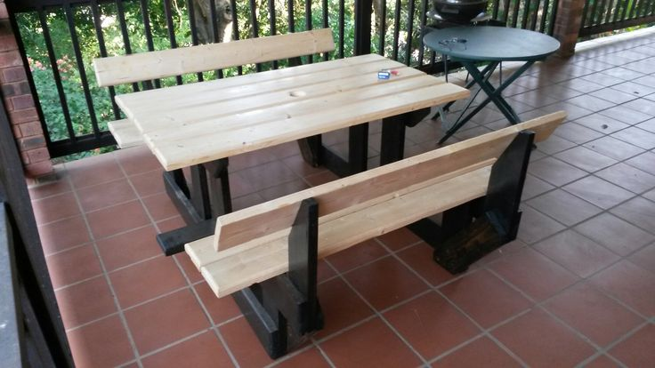 Absolutely stunning table and bench set made by Busy Wood. Contact Hendrik on 072 635 6050