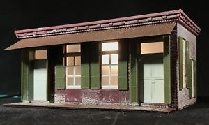 HO Scale Brick Building • Apartment, Business, Yard Office • Built Up & Lighted  | eBay