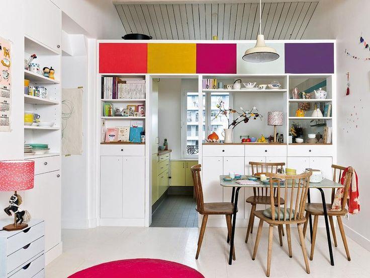 Mueble a medida separa la cocina del comedor