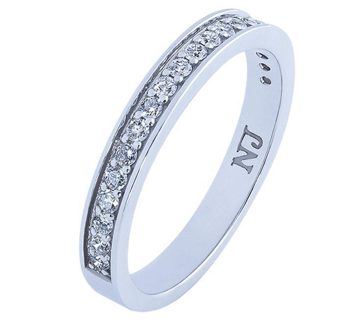 Роскошное обручальное кольцо с бриллиантовой россыпью. Самое трендовое ювелирное изделие. Свадебное кольцо европейской формы выполнено в белом золоте, что подчеркивает невероятно яркий блеск бриллиантов. Дорожка из драгоценных камней – символ яркой и красивой семейной жизни. Посмотрите другие модели обручальных колец.