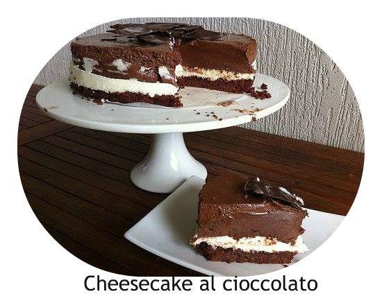 ingredienti  400 g di formaggio spalmabile 120 g di zucchero a velo 300 g di cioccolato fondente  300 g di panna 12 g di colla di pesce 3...
