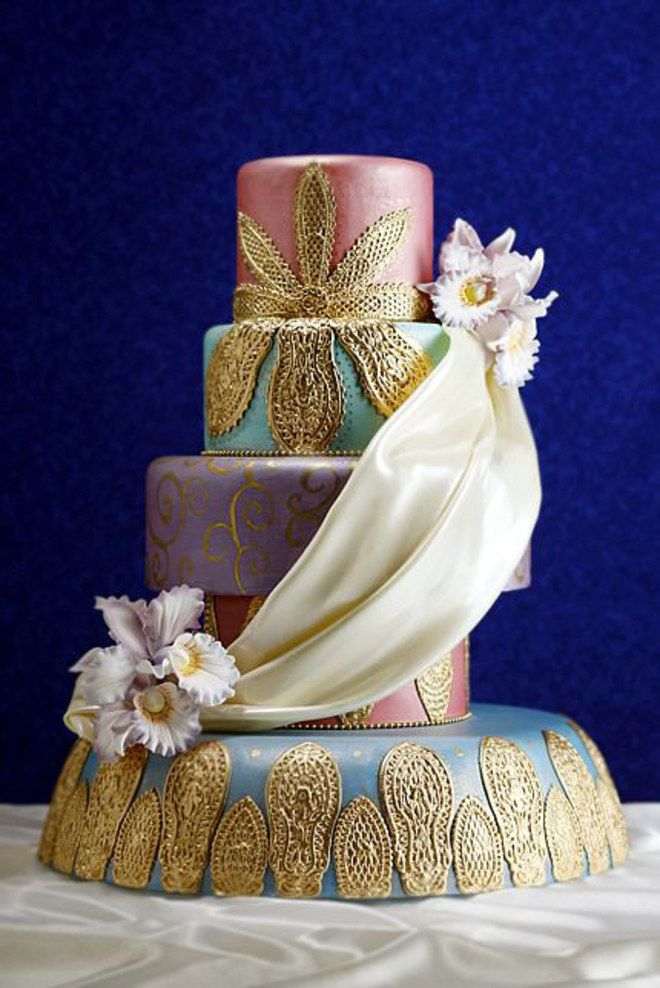 Mariage marocain wedding cake drapé