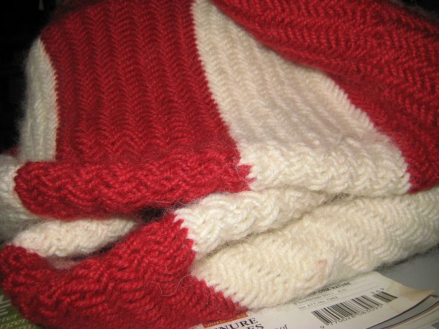 Herringbone Stitch Knit Hat Pattern : 1000+ images about Go Gunners on Pinterest Logos, Free crochet and Half dou...
