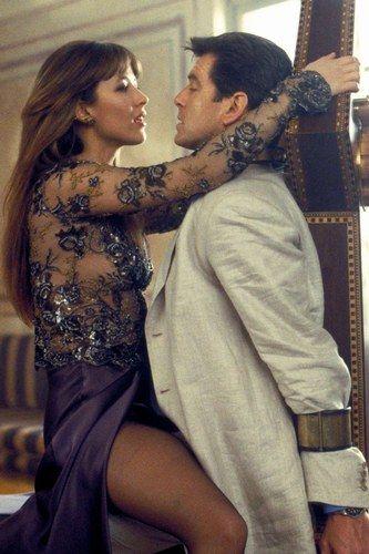 Sophie Marceau, notre frenchy, est Elektra King dans Le Monde ne suffit pas en 1999.