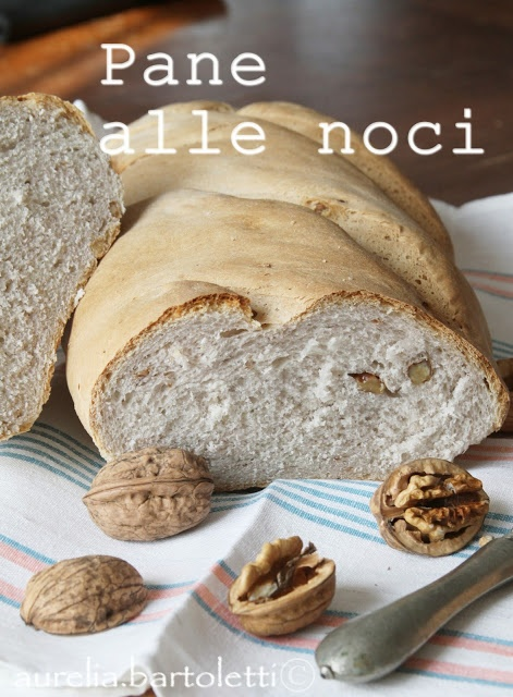 Pane alle noci http://www.profumincucina.com/2013/03/pane-alle-noci.html?utm_medium=twitter_source=twitterfeed