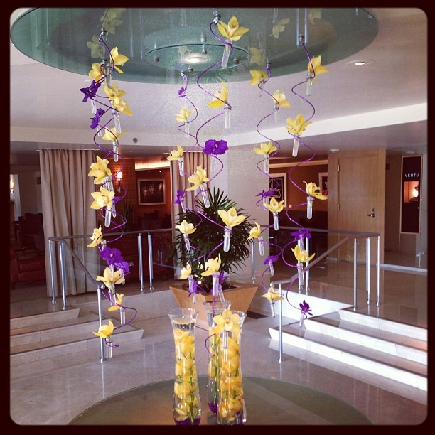 lermitage hotel beverly hills customized their lobby display in lakers purple and gold