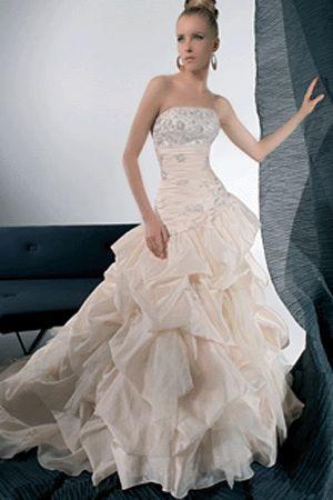 wedding dress designers - http://www.wedding-enjoy.com/2012/11/20/wedding-dress-designers/