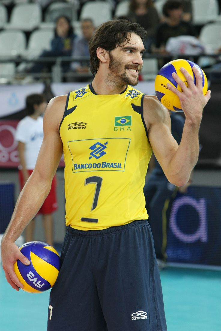 Gilberto Amauri de Godoy Filho  ¨GIBA¨, nació el 23 de diciembre de 1976 en Londrina (Brasil) y ha sido la insignia del voleibol de su país en los últimos años. Varias veces campeón mundial, Godoy fue escogido como el mejor jugador del planeta en el 2006, cuando Brasil superó 3-0 a Polonia y se quedó con el título. Con su pegada ha llevado a Brasil a lograr títulos suramericanos, panamericanos, mundiales y la medalla de plata en los pasados Juegos Olímpicos de Pekín-2008