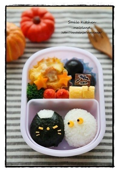 A little black riceball kitty and his ghost friend for a cute and tasty Halloween bento!