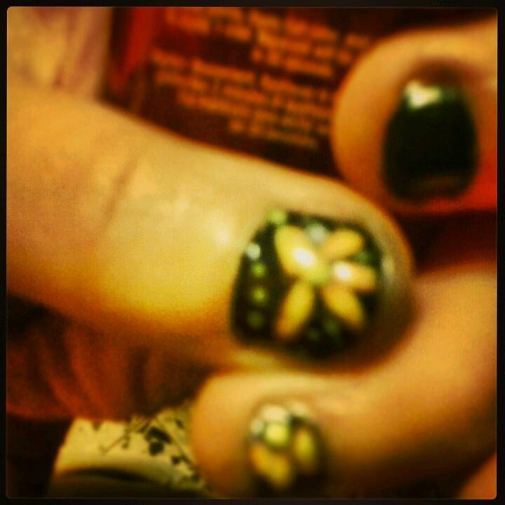 #nailart #primaverile #fiore con #smalto su #unghie naturali #springtime #flower #nailpolish #polish #lizmatutteame #lizmatutteame #truccatrice #makeupartist