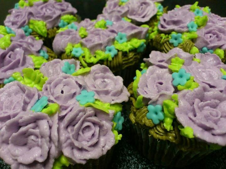 Buttercream rose cupcakes, it was a hot day out!