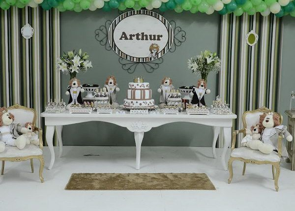 This is a very elegant, modern and clean party rich in details. Lion is the king of the jungle and Arthur is definitely his parents prince. What a lovely party!