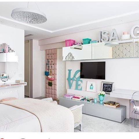 WEBSTA @ coisasdadoris - Bom dia com esse quarto lindo by @nmarquiteta recheado de coisas da loja!!! Venha conferir hoje das 10:00-18:30 ou pelo www.coisasdadoris.com.br . Entregamos em todo Brasil. Duvidas e mais informações nos mande e-mail no vendas@coisasdadoris.com.br #lojadecoracao #instadecor #quartodeadolescente #quartodemenina #decoracaoquartodemenina #arquiteto