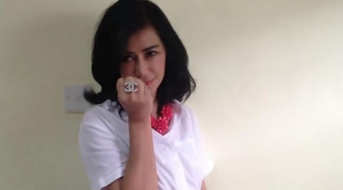 Raffi Ahmad beri kado cincin berlian di hari Ibu - Raffi Ahmad beri kado cincin berlian di hari Ibu