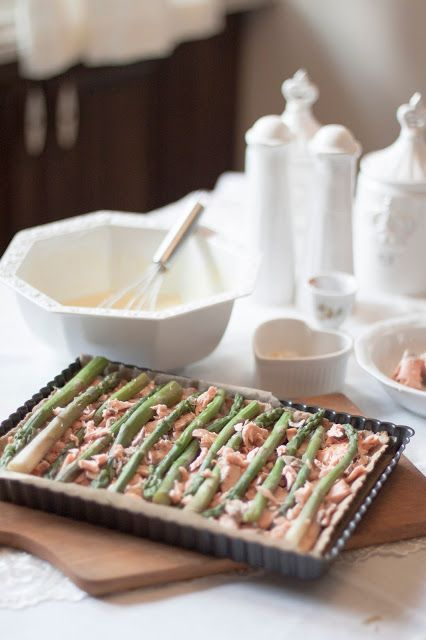 Quiche with salmon, asparagus and goat cheese