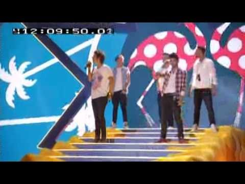 One Direction Teen Choice Awards- Rehearsal (btw Louis is not there, which may be why he was nervous for his solo for the actual performance)