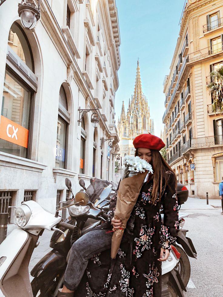 White flowers// Barcelona street