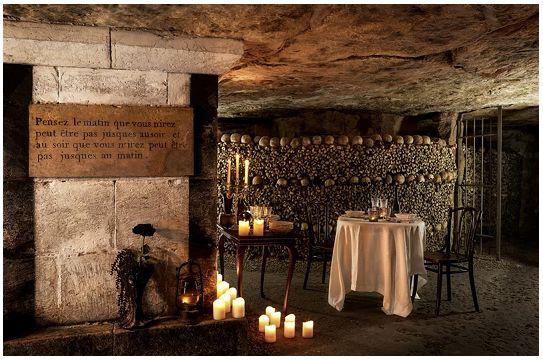 Come dormire gratis nelle catacombe di Parigi le notte di Halloween http://tormenti.altervista.org/halloween-nelle-catacombe/