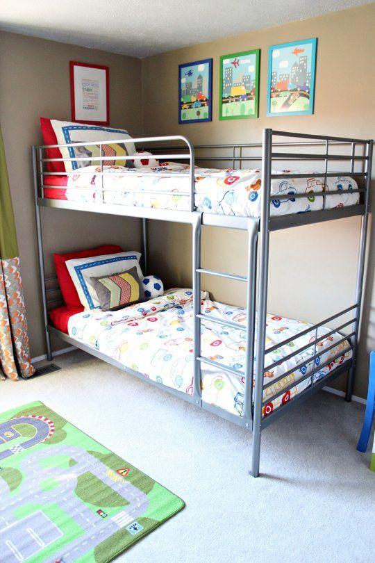 Habitación para dos con literas : Compartimos un bonito ambiente infantil para dos amueblado con una litera. Esta opción te permitirá disponer de mucho espacio extra que puedes destinar a z