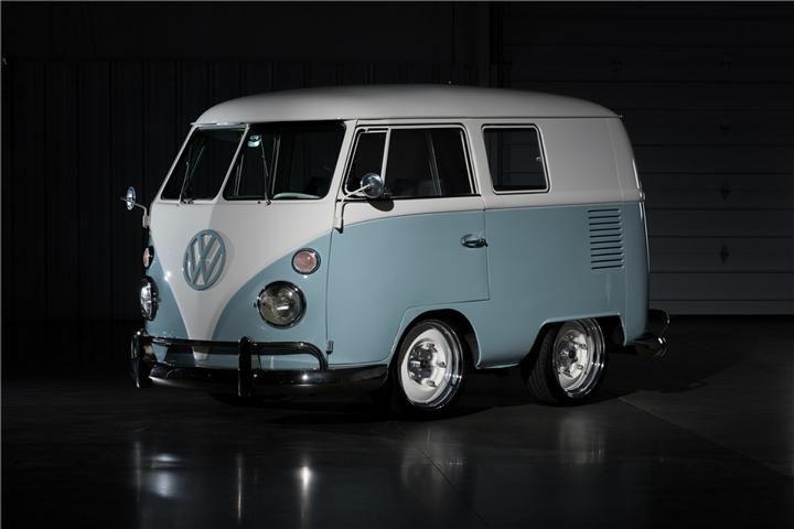 Wem der VW T1 (Bulli) mit seinen knapp 4,30 Metern schon immer viiiiiiiiiiel zu groß war für den haben wir etwas gefunden. Das aus dem TV bekannte Team vonFast N' Loudhat nämlich vor einiger Zeit einen Bulli T1 deutlich gekürzt. Zwar sind uns die neuen Abmessungen nicht wirklich bekannt aber viel über 3,70m dürfte das …