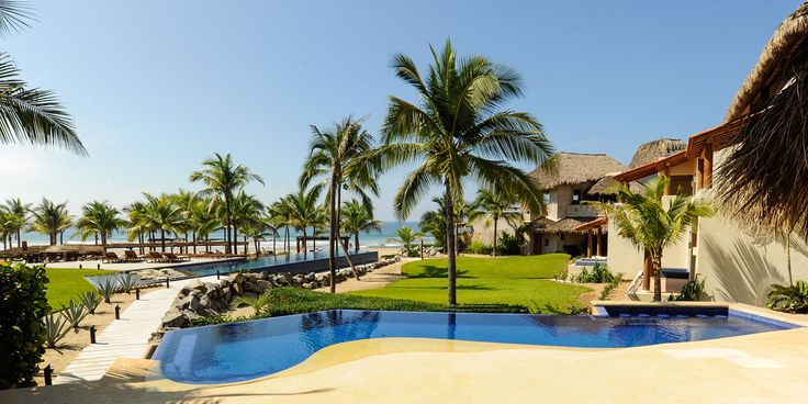 Outside view of our secluded Mexican beach resort, the Hotel las Palmas