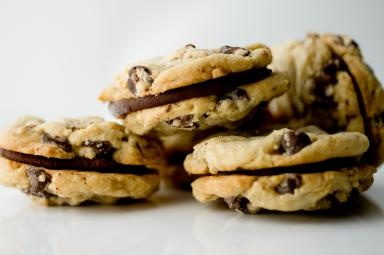 Yummy-looking cookies from Keep It Sweet DessertsChocolates Whoopie, Chocolate Chips, Chocolates Chips Cookies, Sweets Desserts, Yummy Cookies, Choice Awards, Cookies Sandwiches, Chips Whoopie, Audience Choice