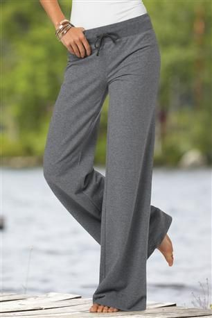 Comfort: Most Parisian women wear yoga pants for comfort during their leisure time. But leisure wear isn't to be worn outside their homes. You must always look neat when out in Paris.