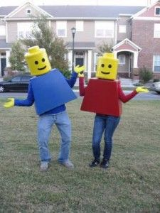 Going to have to make this for Lindsay to wear! How to make Lego people Halloween costumes