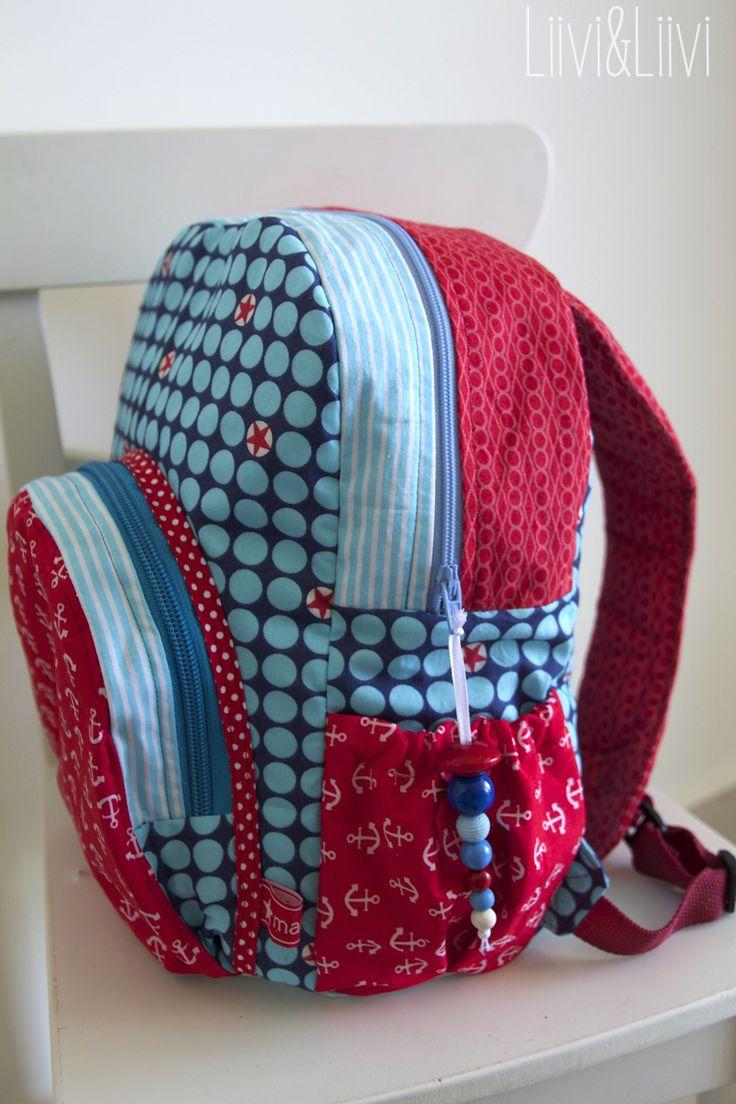 ... ja, das bin ich auf meinen allerersten Rucksack - 'Hannerl'.   Alle Taschenverrückte unter euch werden vielleicht vielleicht abwinken...