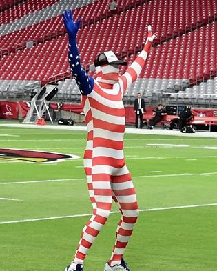 Cards QB Carson Palmer lost a bet! This is why he is dressed for pregame on 11/13/2016!